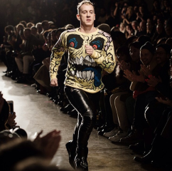 @itsjeremyscott: DOES RUNNING DOWN THE CATWALK COUNT AS EXERCISE ? I HOPE SO !!! #DESIGNEREXERCISE